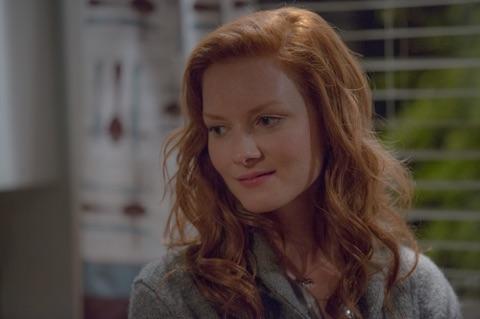 Wrenn Schmidt es Megan Holter en OUTCAST - Viernes 3 de junio en FOX+ (1)
